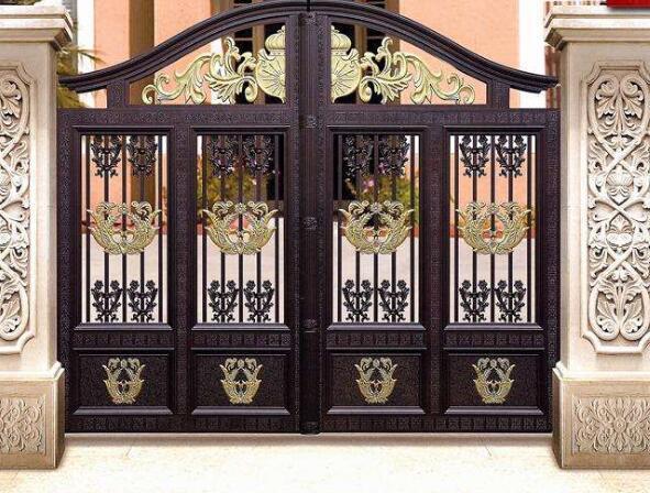 如今的别墅大门更加倾向于选择哪种材质呢?