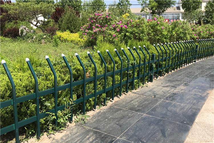 pvc草坪护栏广泛运用的优势分析